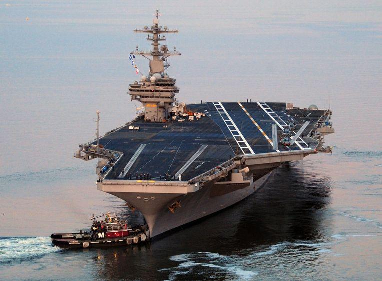 Amerika heeft zijn vliegdekschip USS George H.W. Bush naar de Perzische Golf gestuurd in een reactie op het conflict in Irak. Volgens het Pentagon wordt het vliegdekschip mogelijk ingezet om Amerikaanse personen en bezittingen te beschermen in Irak. Ook luchtaanvallen behoren tot de opties. <br /><br />Het schip heeft meer dan zeventig vliegtuigen en helikopters aan boord. Ook torpedobootjagers (USS Truxtun) en tientallen kruisraketten van het type Tomahawk behoren tot het assortiment.<br /><br />Het schip is vernoemd naar de voormalig president George H.W. Bush, die ten tijde van de Tweede Wereldoorlog in dienst was van de marine. De bouw van de USS George H.W. Bush begon in 2001. De officiële overdracht vond plaats op 11 mei 2009. Beeld null