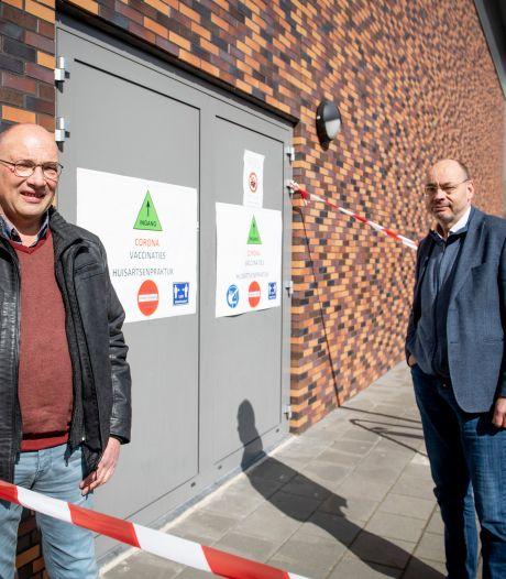 Geert (62) uit Nijverdal roept leeftijdsgenoten op om AstraZeneca te nemen: 'Ik kan ook een beroerte krijgen na het slikken van een bruistablet'