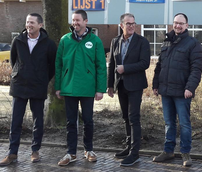 Gemeentebelang-lijsttrekker Peter Ganseman (tweede van rechts) is bang dat de formatie uitdraait op een voortzetting van het huidige college. Op de foto verder nog de drie wethouders van de afgelopen vier jaar. Van links naar rechts: Jon Herselman (VVD), Evert Damen (CDA) en Marco Kleppe (SGP).