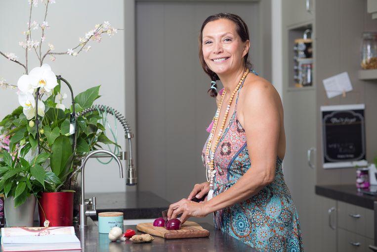 Martine Prenen: 'Ik ben geen extremist. Ik kan best genieten van een pak friet of ik ga ook wel een keertje laat tafelen.' Beeld Steven Richardson