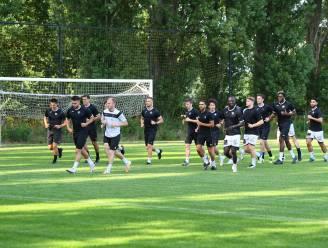 """Aalst-coach Carl De Geyseleer op eerste training: """"Graag nog twee versterkingen bij"""""""