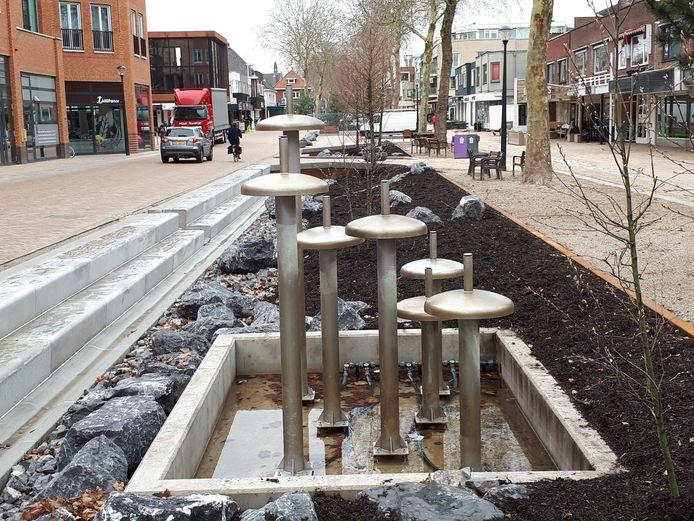 De heringerichte Grotestraat in Nijverdal wordt de komende drie maanden negen keer afgesloten voor alle verkeer.