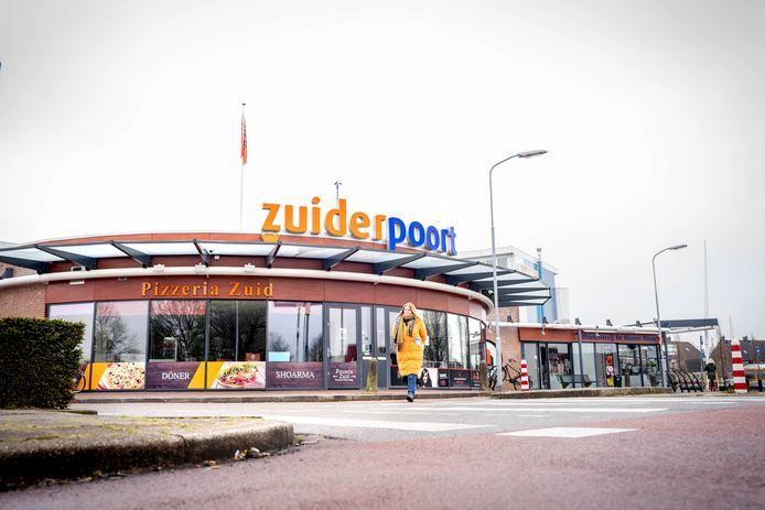 Winkelcentrum Zuiderpoort en omgeving maken nu een gedateerde indruk.