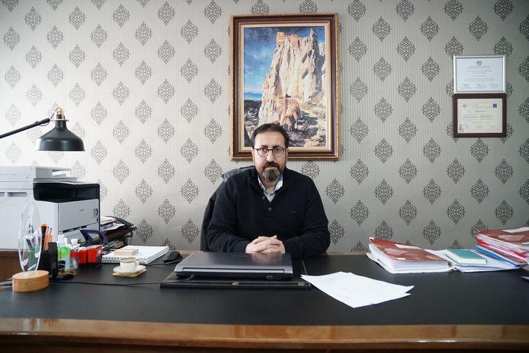 Volgens advocaat Mahmut Kacan werken smokkelaars al jaren samen met de Turkse autoriteiten en vertikt de EU het om haar verantwoordelijkheid te nemen. Beeld Melvyn Ingleby