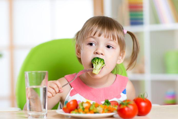 Gezond eten is voor veel ouders een worsteling. Hun kinderen ook gezond laten eten is nog moeilijker.