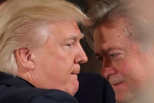 Donald Trump (links) en Steve Bannon.