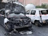 Twee auto's door aangestoken brand verwoest in Arnhem