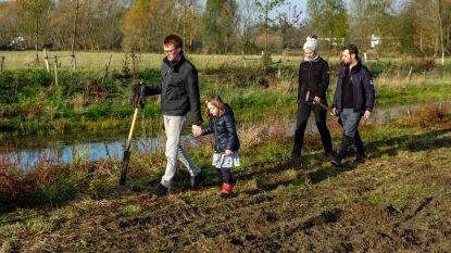 FOTOREEKS. Iedereen helpt bij het planten van 15.000 bomen in Edegemse beekvallei