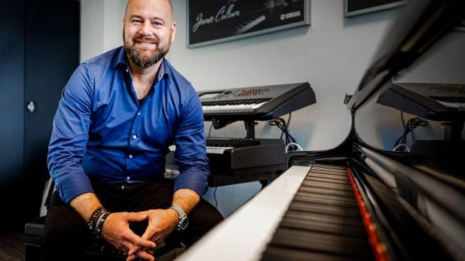 Pianist Sander zit door corona zonder werk: 'Ik ben 100 procent van mijn omzet verloren'
