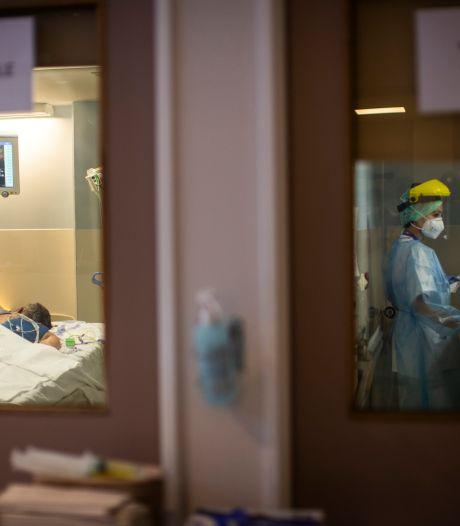 Les hospitalisations en baisse, les décès en léger recul