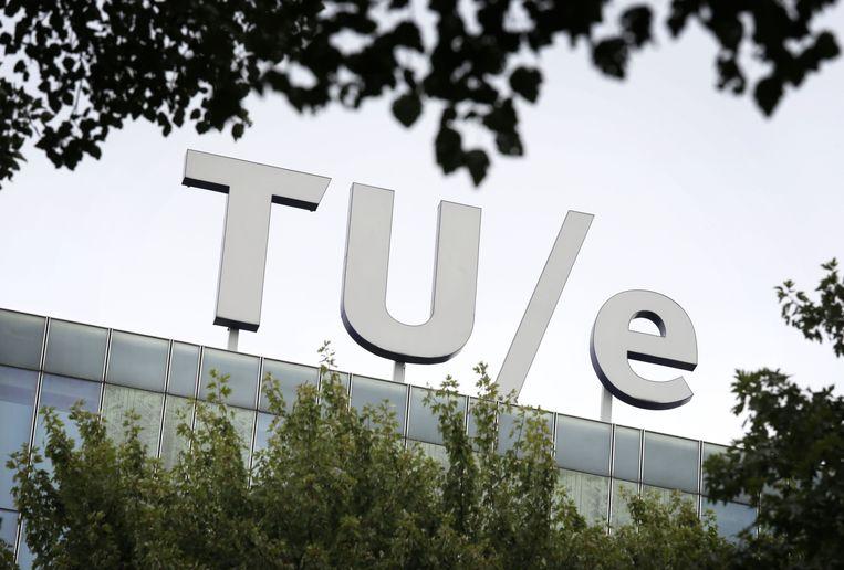 Logo van de TU Eindhoven op het dak.  Beeld ANP XTRA
