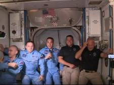 Astronauten Dragon veilig aan boord van ruimtestation ISS