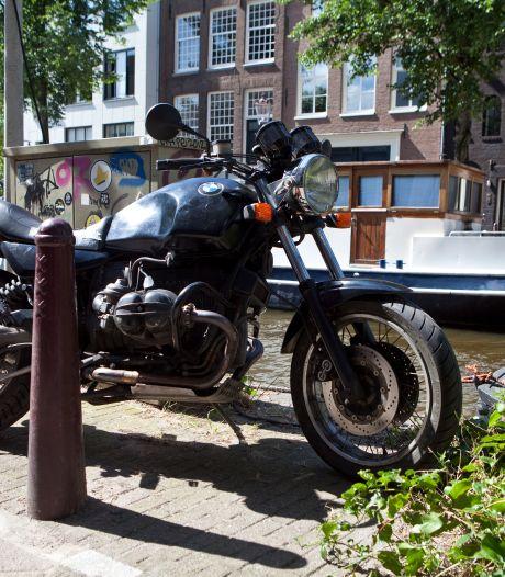 'Moet je voor alle motorfietsen in één parkeervak apart betalen?'