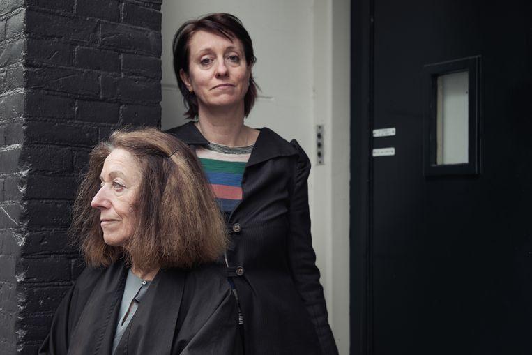 Dorothée van den Berghe met haar moeder Colette: 'Op de kleuterschool was de enige regel dat er geen regels waren. Ultieme chaos! Vreselijk!' Beeld Damon De Backer