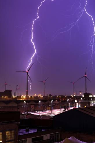 Weer intense buien en onweer op komst: KMI kondigt code oranje af in West-Vlaanderen, al wateroverlast in Nieuwpoort