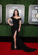 Catherine Zeta-Jones vêtue d'une magnifique robe fendue.