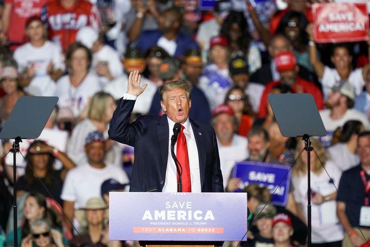 Trump aan het woord tijdens zijn rally in Cullman, Alabama Beeld REUTERS