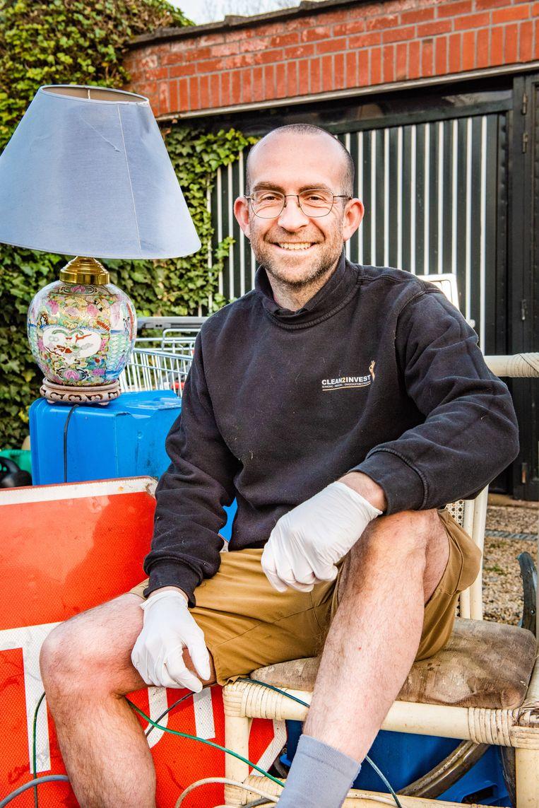 Tim Gijselinck: 'Kom ik ergens binnen, dan zie ik een stilleven van afval voor me. Ooit wil ik er een tentoonstelling over maken.' Beeld Christophe De Muynck