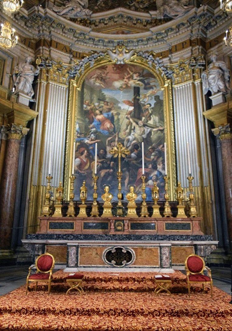 De relikwieën van de apostelen Jakobus en Filippus liggen onder het altaar van de Santi XII Apostoli-basiliek in Rome. Beeld K.L. Rasmussen