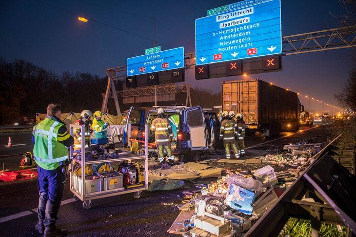 Op de A12 is een ernstig ongeluk gebeurd tussen Harmelen en knooppunt Oudenrijn.