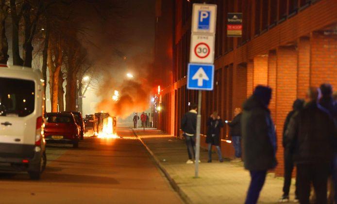 De brandende auto in de Graafsewijk.