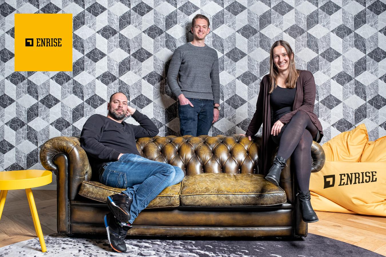Eigenaar Hermen Heinen (links), developer Victor Vermeulen en product-owner Barbara Abspoel: 'Problemen lossen we als team op, niet via andere kanalen in het bedrijf, al werken we soms samen met andere teams'.