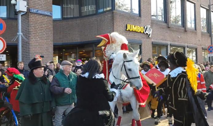 De Sint kwam in Den Bosch met de schrik vrij.