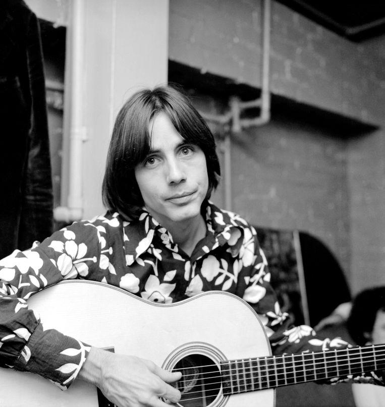 Jackson Browne backstage bij de Troubadour in Los Angeles, rond 1971. Beeld Getty