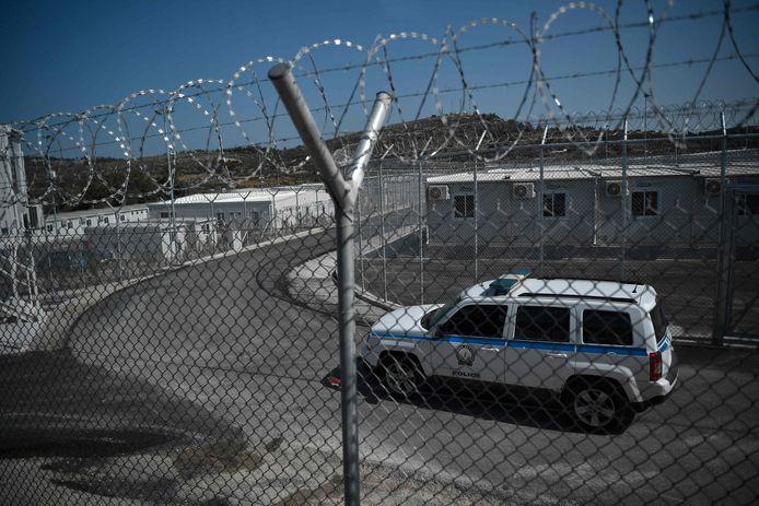 Sur un terrain de plus de 12.000 m2 bordé d'une double ligne de fils barbelés, plus de 300 demandeurs d'asile y seront transférés à partir de lundi du bidonville de Vathy, où ils s'entassaient jusqu'ici aux portes de la ville, qui sera démantelé et décontaminé.