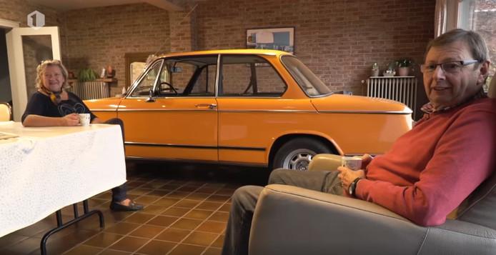 Martine en Patrick parkeren hun geliefde auto in de woonkamer