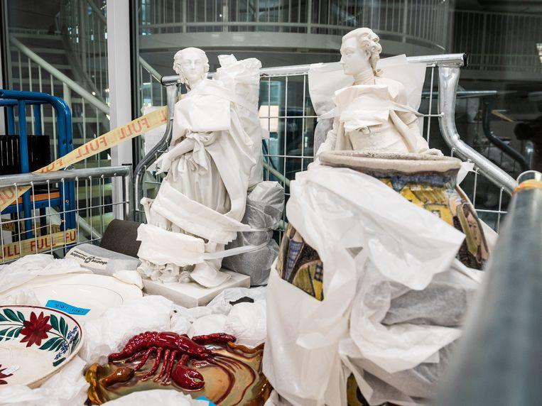 Kunstwerken komen aan in het nieuwe depot van museum Boijmans Van Beuningen in Rotterdam.  Beeld Simon Lenskens