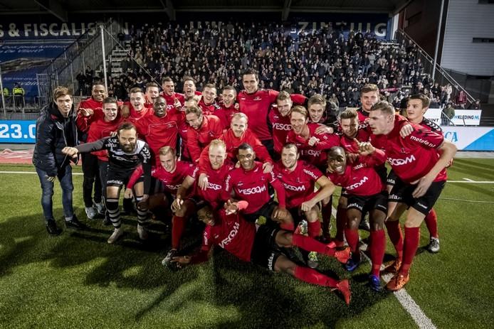 Helmond Sport viert feest met de supporters.