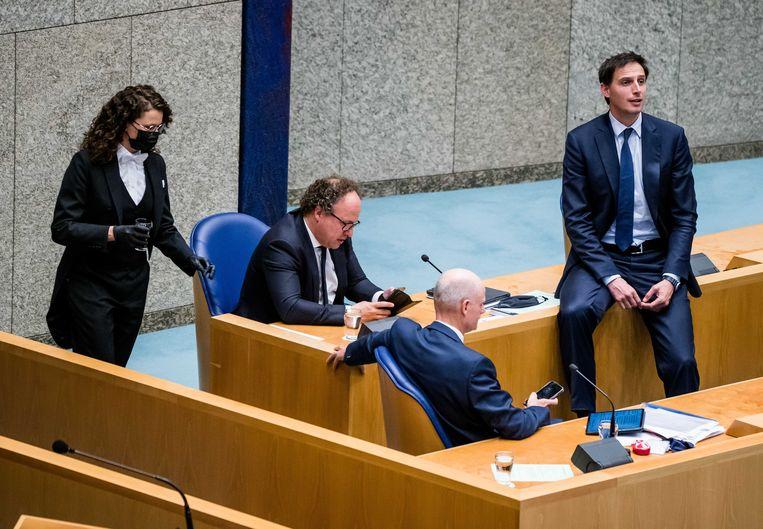 Demissionair minister van Financiën Wopke Hoekstra (recht) krijgt het met zijn kabinet iets makkelijker bij het opstellen van de Miljoenenota voor Prinsjesdag komende maand. Beeld ANP