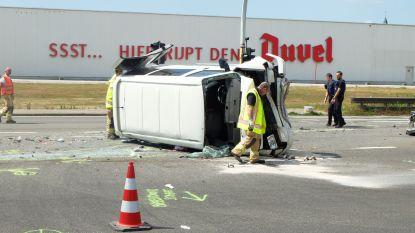 Bestelwagen met peuter (1,5) crasht op A12