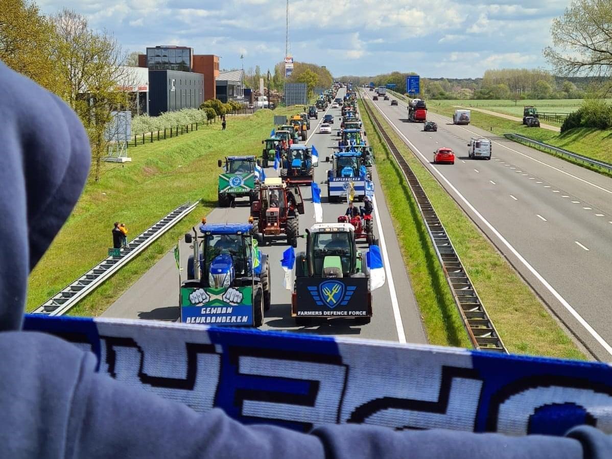 Uitzwaaiactie De Graafschap: 120 trekkers op de A18