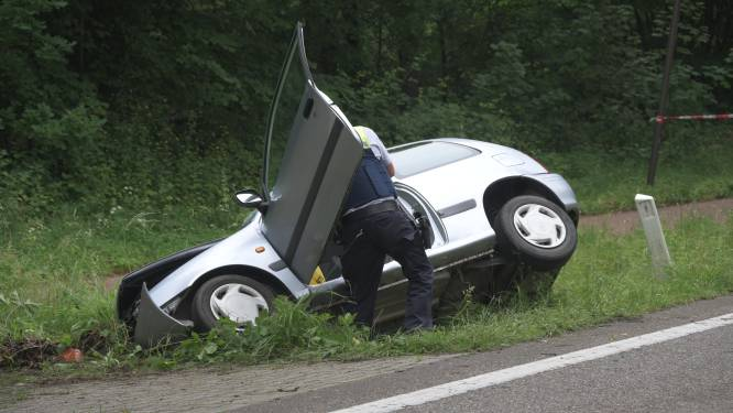 67-jarige bestuurder overleden na crash in gracht