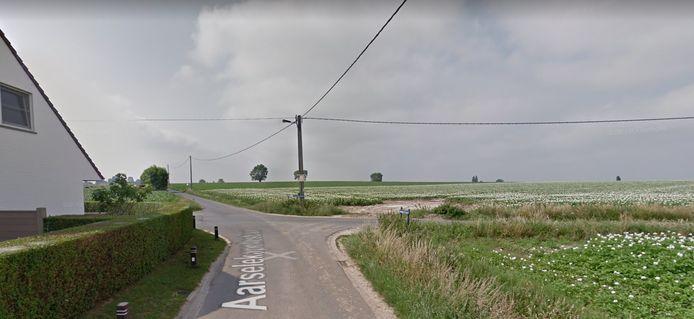 Het kruispunt van de Aarselekapellestraat en de Oude Gentstraat tussen Kanegem en Aarsele.