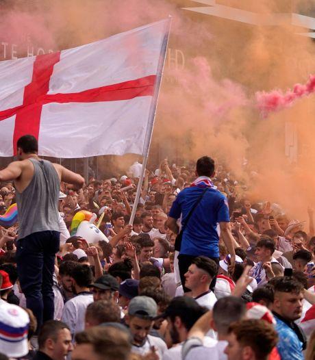 Engelse fans bestormen Wembley en overlopen stewards; tientallen arrestaties