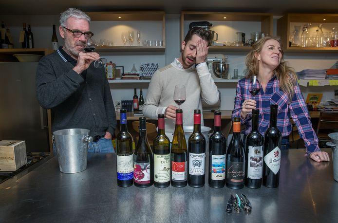 De jury: Harold Hamersma (62) Wandelend vat vol wijnkennis, onder meer opgetekend in De Grote Hamersma. Koen van der Plas (28) Winnaar van de Michelin Sommelier Award 2020 en auteur van Wijn & spijs uit NL. Esmee Langereis (45) Proeft als co- auteur van De Grote Hamersma zo honderd wijnen op een dag.