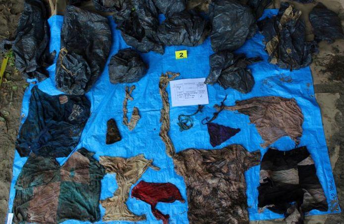 Kledingstukken en andere persoonlijke eigendommen die werden gevonden in een massagraf in de Mexicaanse deelstaat Veracruz.