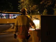 Ambulance met moeite voorbij Europalaan die vaststaat door Efteling-verkeer