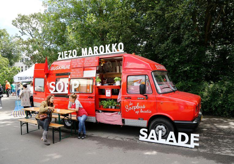 Een foodtruck tijdens het festival van 2016 in het Oosterpark. Beeld Hollandse Hoogte / Berlinda van Dam