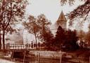 De Westbuitensingel in Plantsoen-West, met op de achtergrond de aloude Koppelpoort. Dit stuk van de singel werd ook in 1958 gedempt en aan het plantsoen toegevoegd.