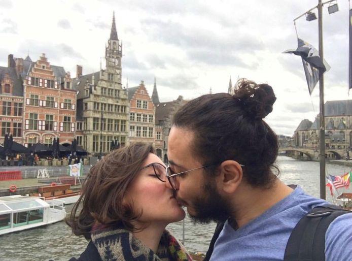 Het koppel zou trouwen en een leven opbouwen in Gent, maar die toekomst is momenteel onzeker.
