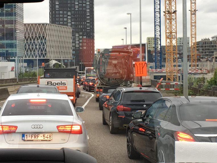 Op de Noorderlaan gaat het stapvoets richting Waaslandtunnel.
