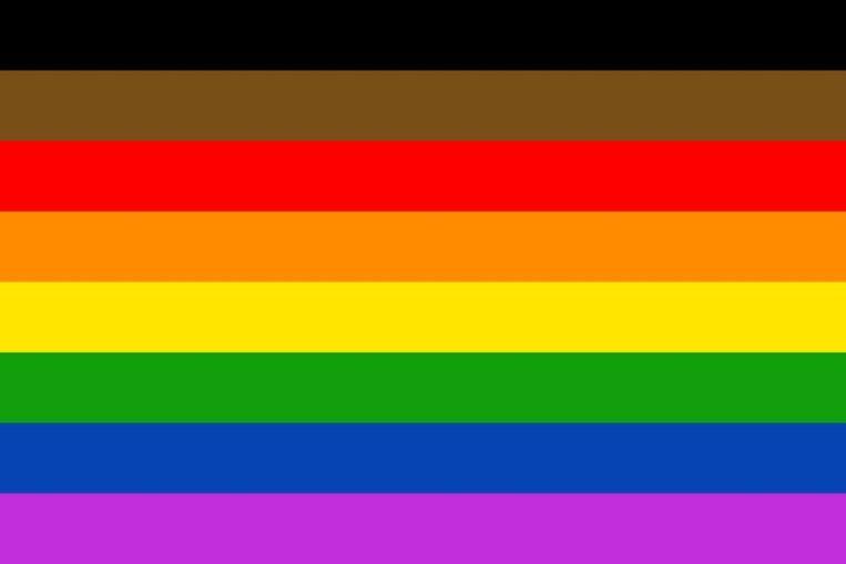 De aangepaste regenboogvlag, die nu in Philadelphia aan het stadhuis hangt.  Beeld Philadelphia City Council