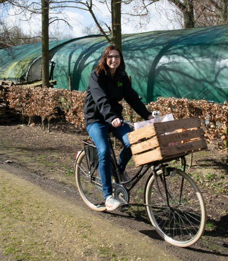 Jacoline fietst alle boerderijwinkeltjes af voor haar boodschappen