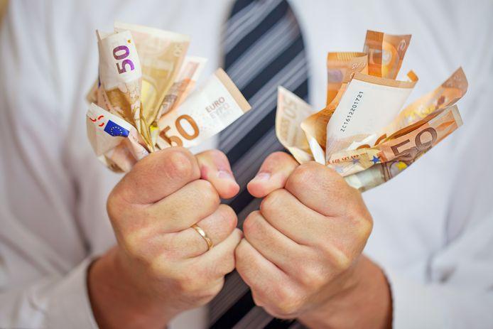 Economiser au niveau de vos assurances? Voici 8 manières de réduire vos frais en toute sécurité.