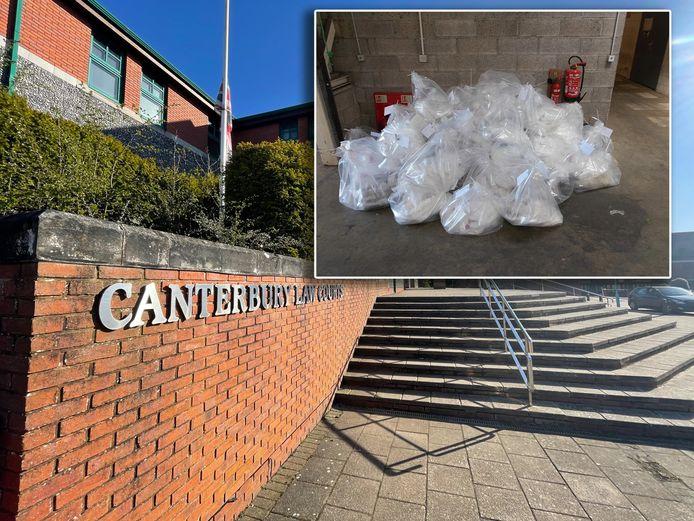 De trap naar het gerechtsgebouw waar Jelle Post werd vrijgesproken. Inzet: de cocaïne die in truck werd gevonden.