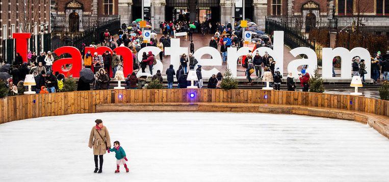 Winterpret op het plein.